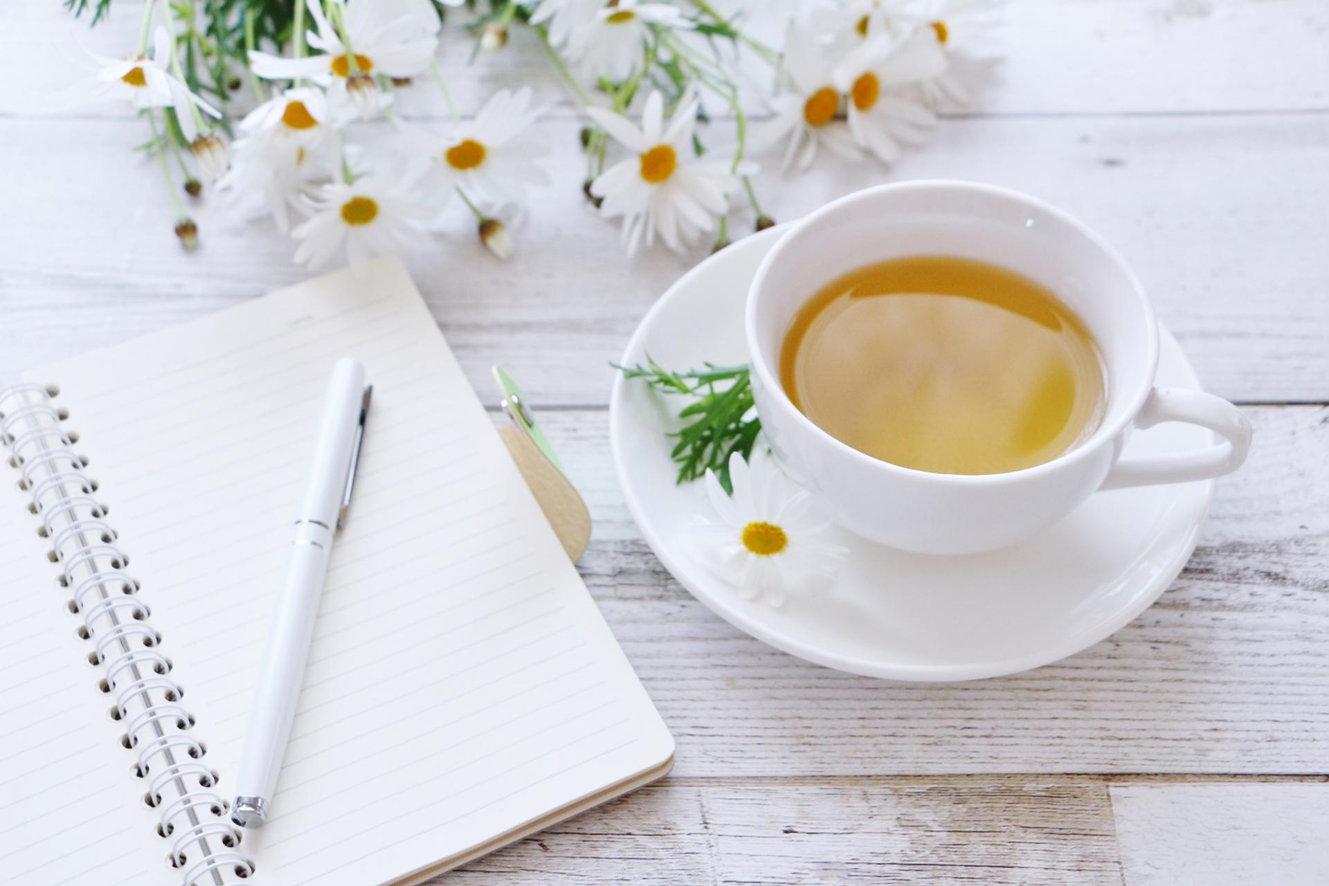 ノートと花とお茶